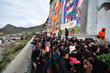 Thousands of Tibetans go to worship Buddha on Tashilhunpo Festival.