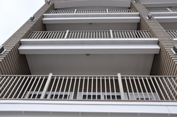 dryjoistez and wahoo rail multi level balconies