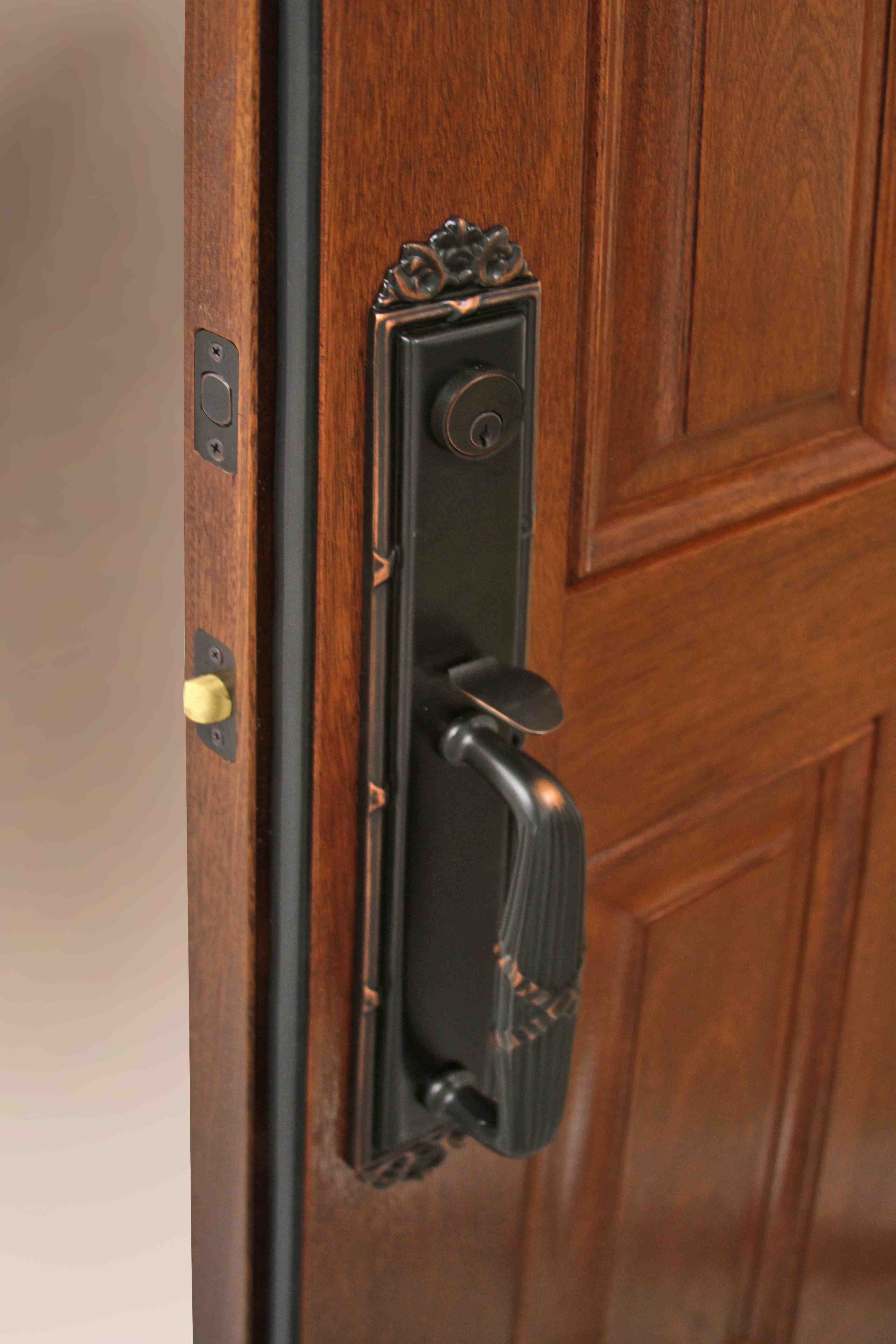 New embarq fiberglass entry door systems from provia are for Energy efficient entry doors