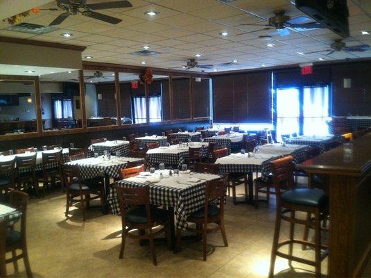Restaurant furniture supply helps lincoln station bar