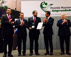 Guillermo Ortega, COO of iTexico receiving the 2014 National Small Business Entrepreneurship Award from the President of Mexico