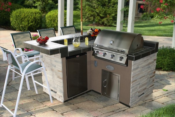 Best In Backyards A Connecticut And New York Based Retailer Of Outdoor Kitchens Cedar Swing Sets And More Is Partnering With Grill Manufacturer Bull To