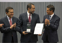 From left to right, are  Ildefonso Guajardo, Secretary of Economy of Mexico, Guillermo Ortega, the Chief Operating Officer of iTexico, and Enrique Peña Nieto, the President of Mexico.