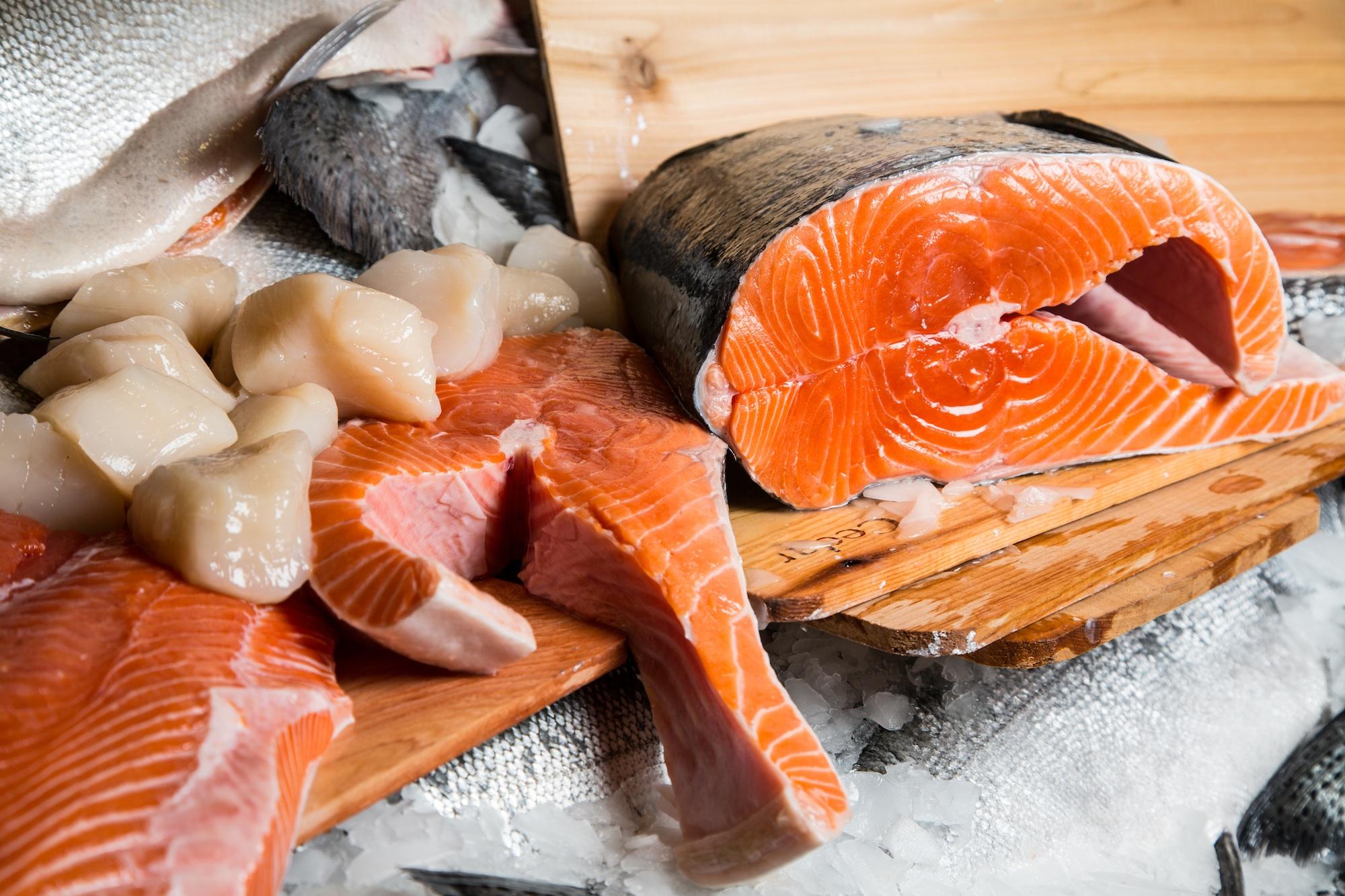 Famous fresh alaskan copper river king and sockeye salmon for Pure food fish market