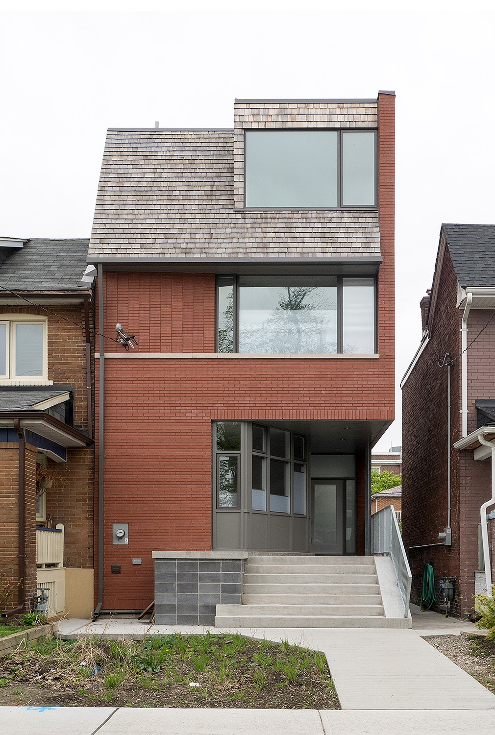 Amazing homes in toronto open their doors for second for Modern house design toronto