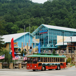 Gatlinburg Trolley in front of the Gatlinburg aquarium