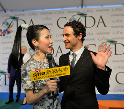 Chiu-Ti Jansen Interviewed Zac Posen at CFDA Awards Red Carpet