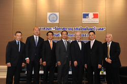 Mr. Narong Sasitorn, Deputy Permanent Secretary, Thai Ministry of Foreign Affairs (leftmost person), Mr. Thierry Viteau, French Ambassador to Thailand (3rd from right) and Mr. Apichart Chinwanno, Thai Ambassador to France (4th from left) also joined.