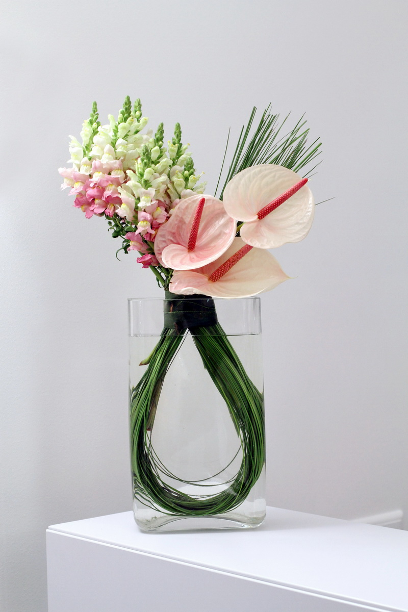 Brighten up the office with a flowers24hours summer flower - Flower arrangements for vases ...