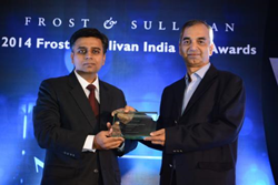 (Sapience Co-Founder Hemant Joshi (right) receiving the award from Frost MD Mr. V. G. Ramakrishnan)
