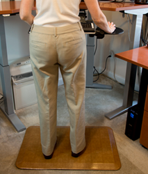Standing Desk Anti-fatigue Mats Reduce Leg Fatigue and Discomfort Working at Standing and Sit-to-Stand Desks