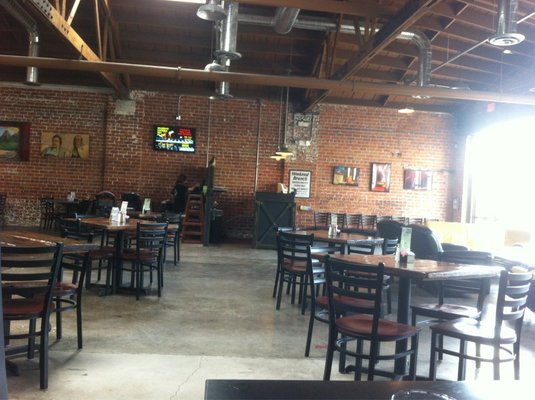 Restaurant furniture supply helps thunder canyon brewery