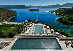 Set high up on the hillside, D-Hotel Maris offers spectacular and breath-taking views of the Aegean and Mediterranean Seas