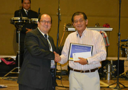 LBA's Alberto Blanco presents the AMITRA Engineer of Year award to Miguel Fernandez Arias