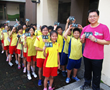Gyugong Elementary School teacher launches the summer with The Truth About Drugs booklets at a program organized by the Church of Scientology of Kaohsiung.