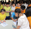 Gyugong Elementary School pupils sign a drug-free pledge, in a program organized by the Church of Scientology of Kaohsiung.