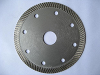 Ultra-thin diamond saw blade for the ceramic industry
