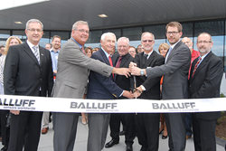 Balluff cuts ribbon on new Customer Support Center on Sept. 15 with Kentucky Governor Steve Beshear and the US and GmbH Balluff Management teams.