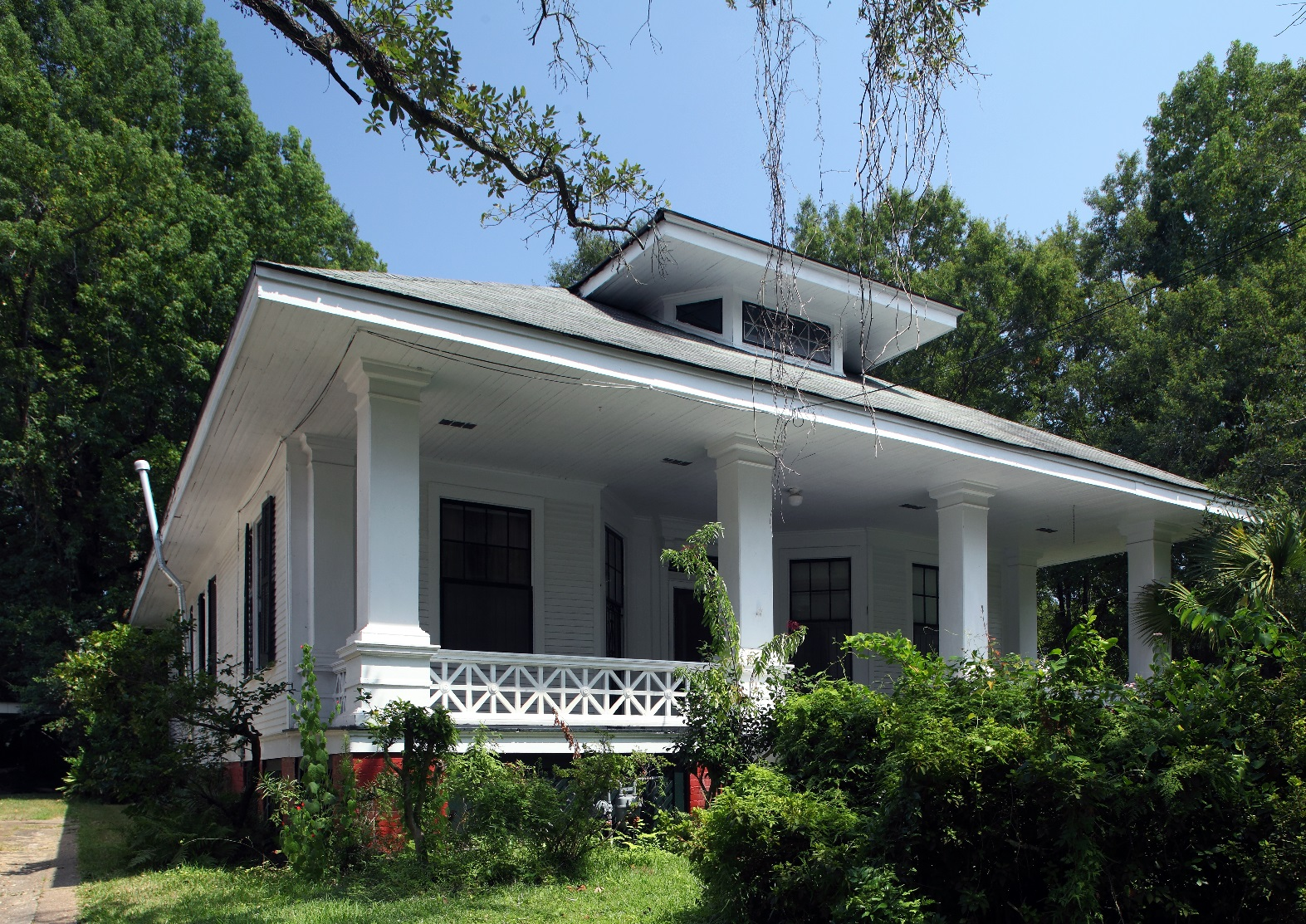 Phantom screens to restore a heritage home to its former for Mobile al home builders
