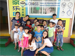 Youth Volunteer Group Teach Children Abroad in China