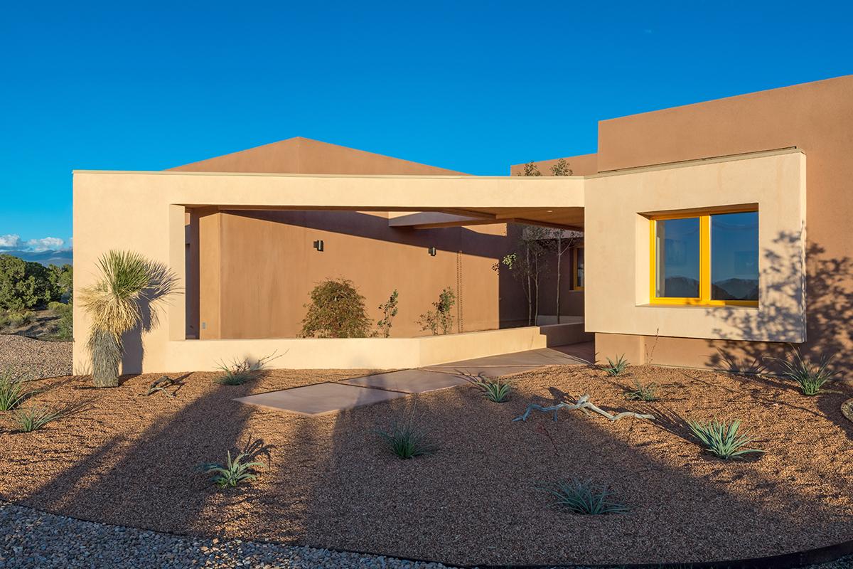 Tour the best residential modern architecture in santa fe for Santa fe home design