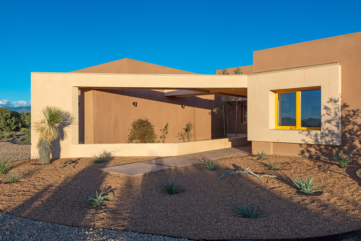 Santa fe modern home tour showcases northern new mexico s for Santa fe home