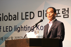 "Picture 1: Professor Shuji Nakamura at ""LED: Present and Future"" at Global LED Forum 2014 in Seoul, Korea on 9/25"