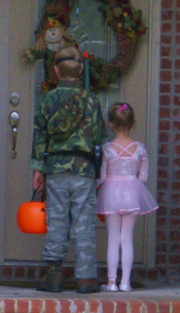 10 Halloween Safety Tips Every Parent Must Know To Protect ...