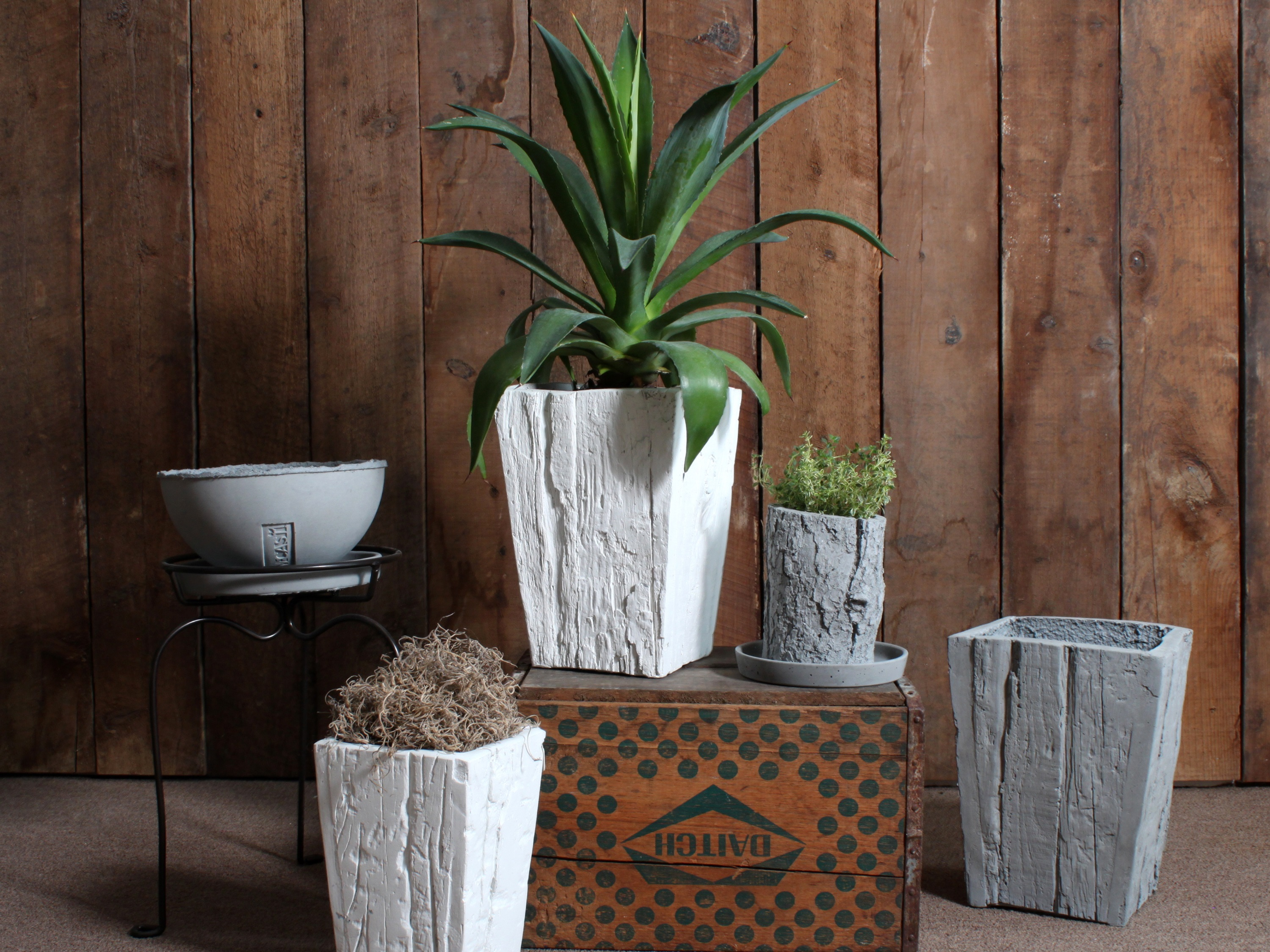 nativecasts planters are portable and rustic looking on trend for 20152015 garden trends - Rustic Garden 2015