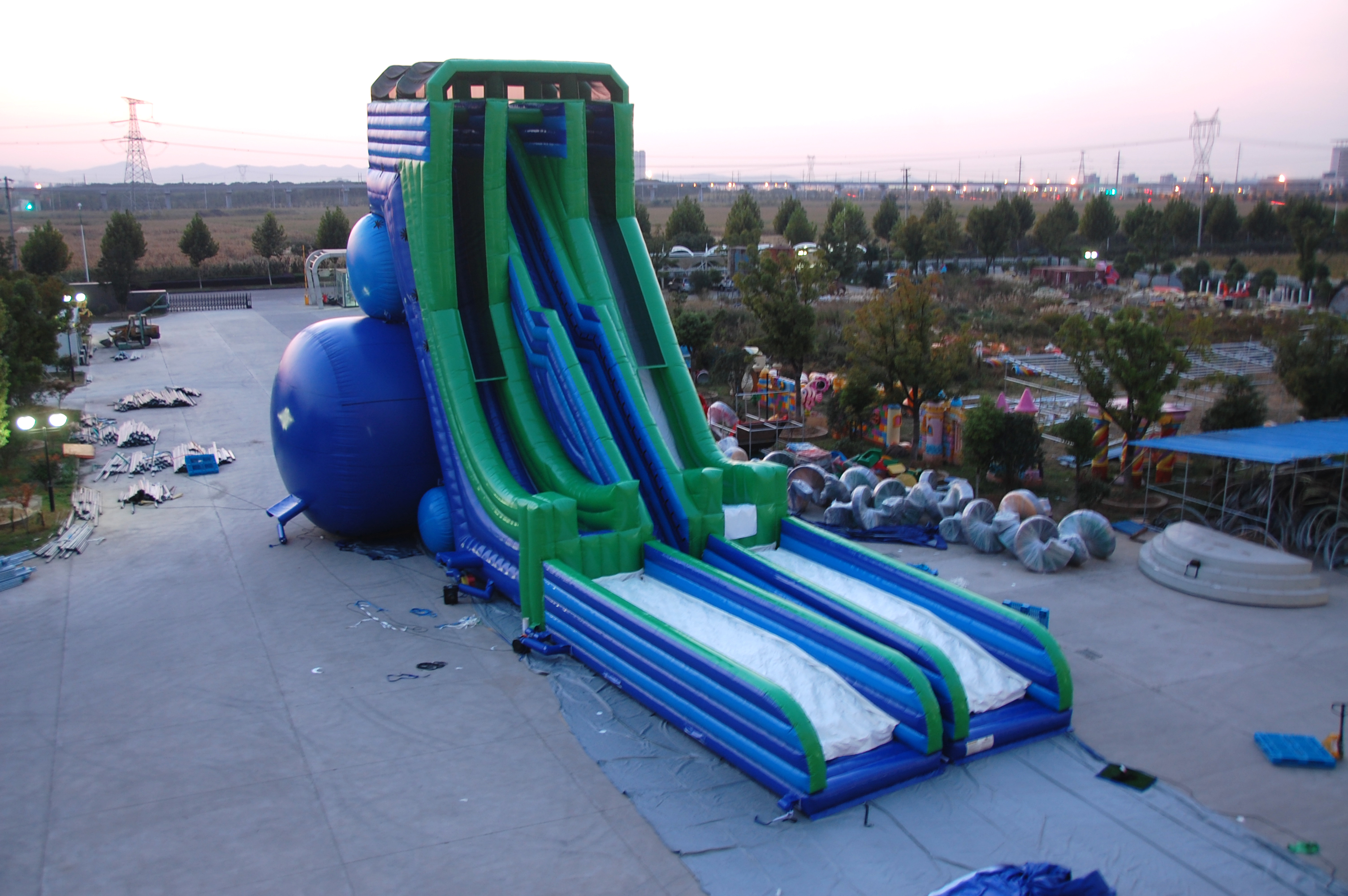 Inflatable Slides And Teampolines For The Water 69