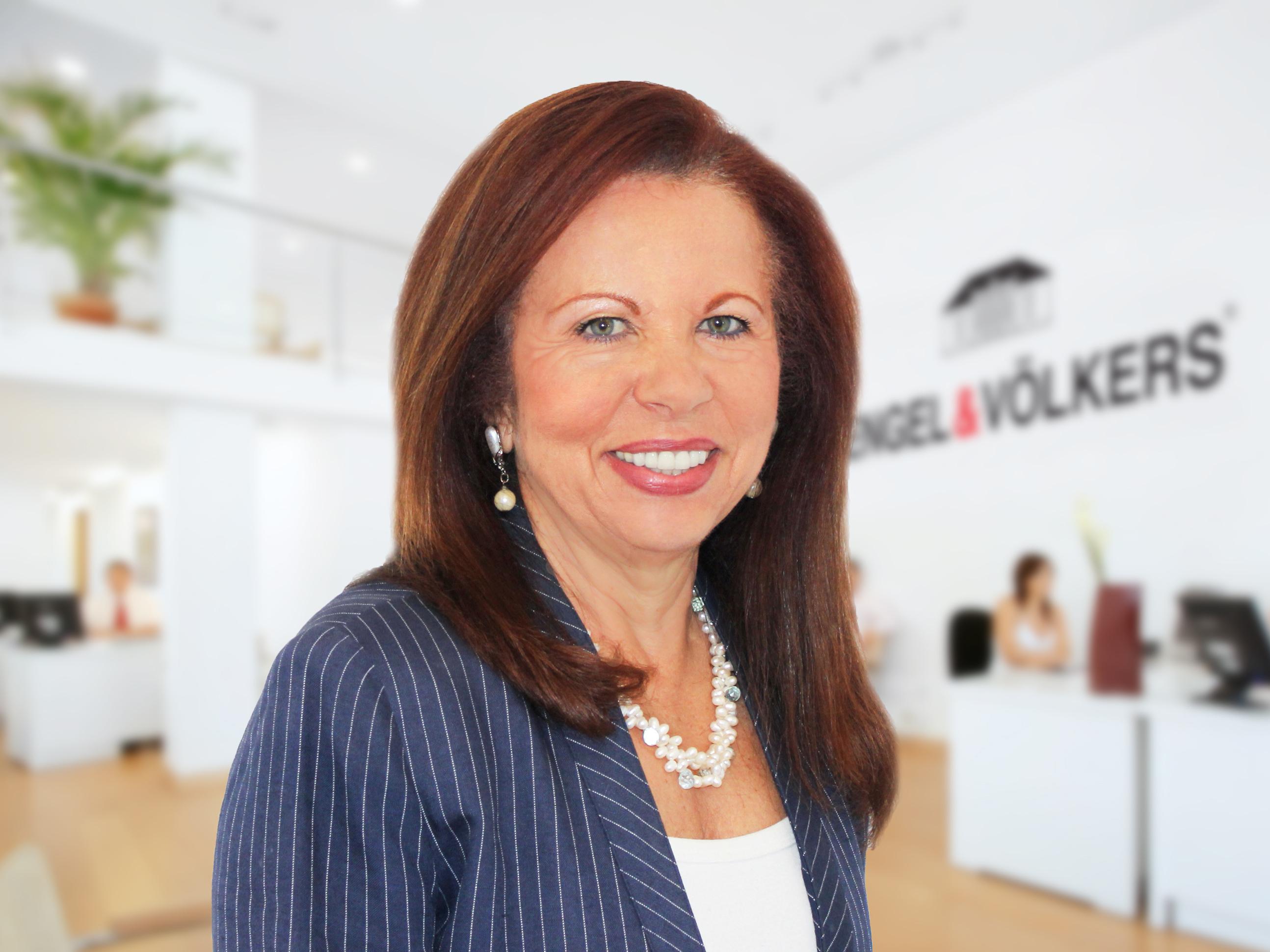 Engel Amp V 246 Lkers Beverly Hills Welcomes Top Agents Rosalie