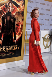 "Jena Malone carries Jill Milan Art Deco Clutch in brushed gold to ""The Hunger Games: Mockingjay - Part 1"" Los Angeles Premiere Nov 17, 2014, in Los Angeles. (Photo: Lester Cohen/WireImage)"