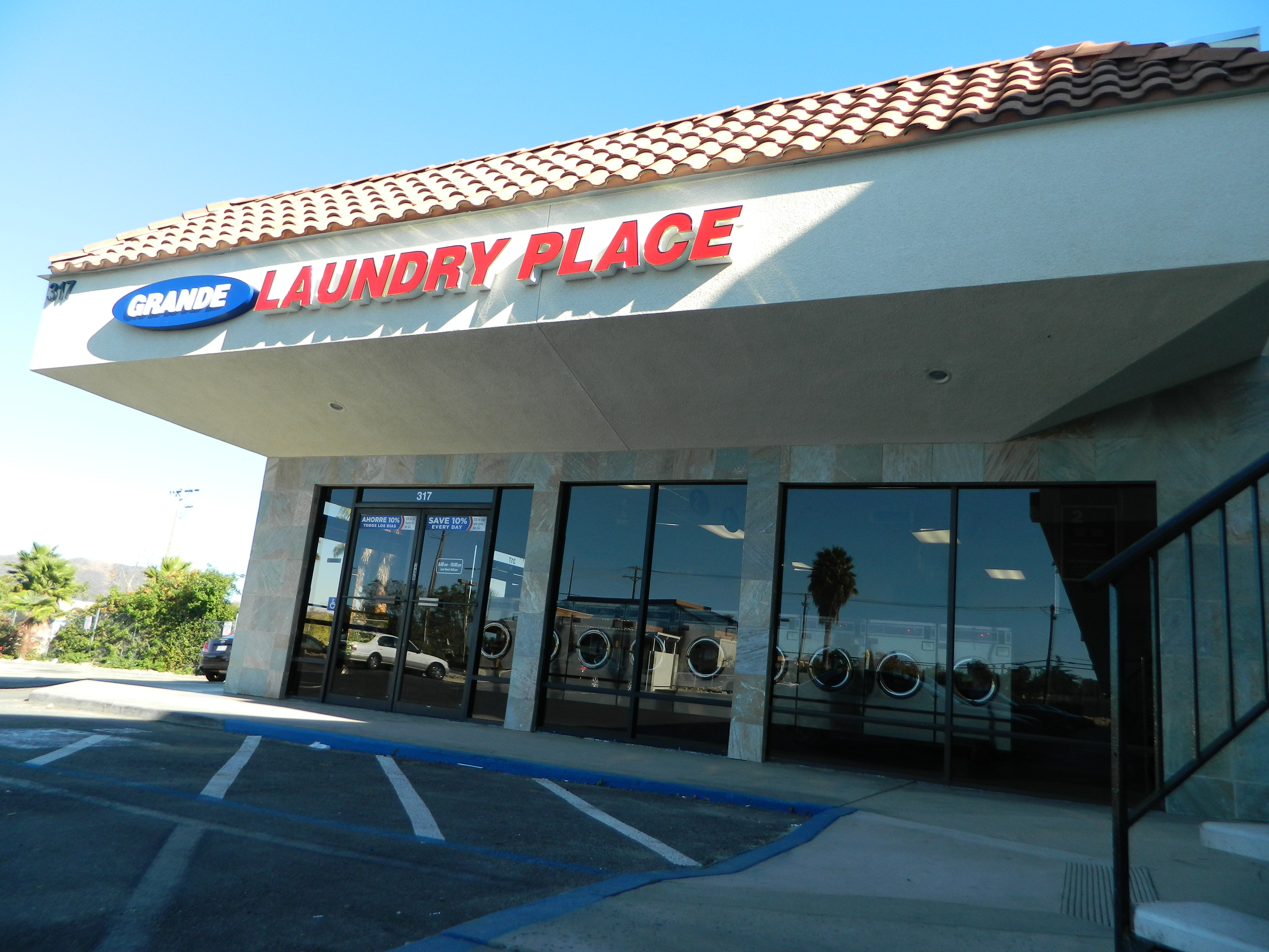 Grande Laundry Place Opens New State Of The Art Laundromat