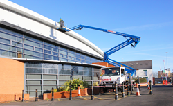 23m truck mount cherry picker hire for building mainteance
