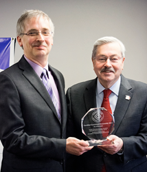 Governor Branstad of Iowa congratulates Joe Snyder, General Manager of Citizens Mutual