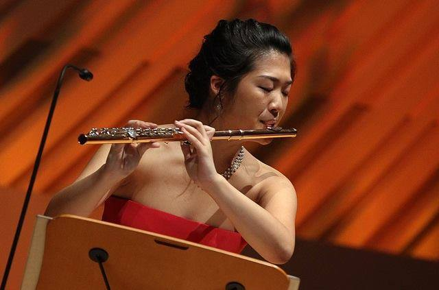 Citaten Annie Wu : The kso reads music via a rearview mirror