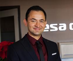 Dr. Arash Qadeer