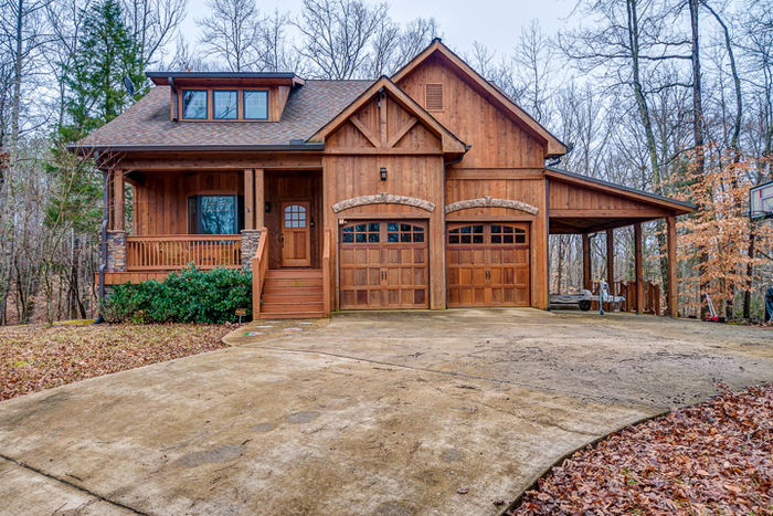 Sashco S Long Lasting Stains Put The Finishing Touches On A Log Home Lifestyle