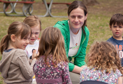 A local parent leads a Tinkergarten class