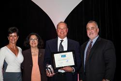 Bob Grande accepts 2015 Healthiest Companies award