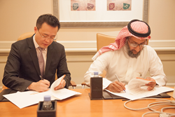 AvePoint Co-CEO and Co-Founder Dr. Tianyi (TJ) Jiang and Tamkeen Technologies VP Innovation and Consultation Mr. Sami Al Hussayen sign a collaborative Memorandum of Understanding.