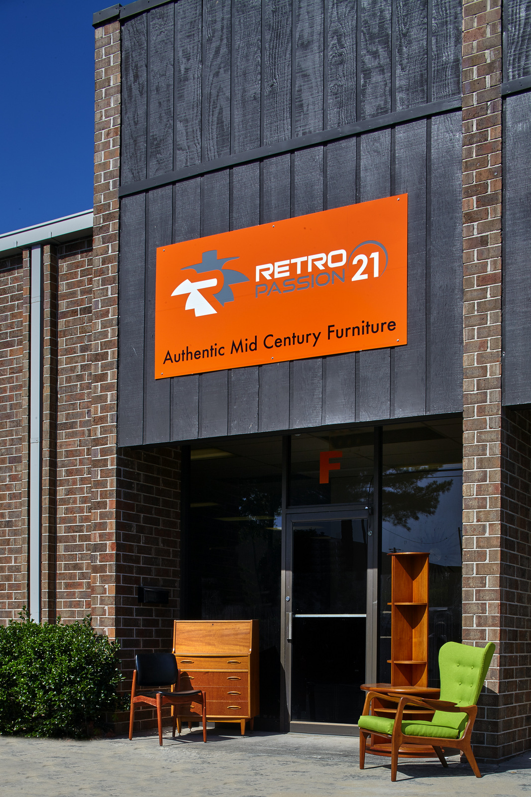 Retropassion21 Opens 5000 Square Foot Showroom With