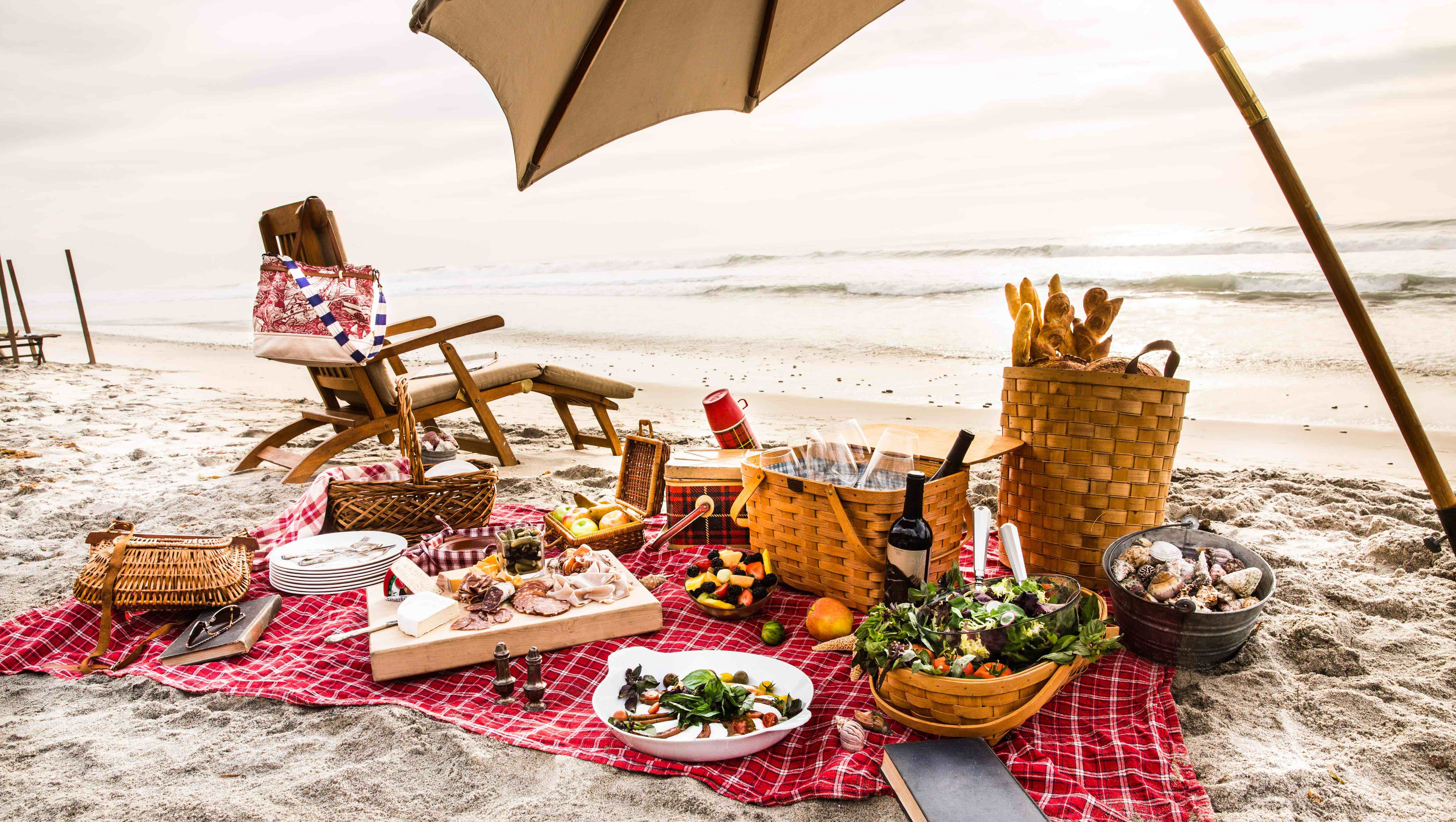 What to do at the beach if you don't like it faviana make a picnic
