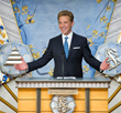 MR. MISCAVIGE traveled to Japan to officiate the dedication ceremony. He was joined by more than a thousand Scientologists for the historic occasion.