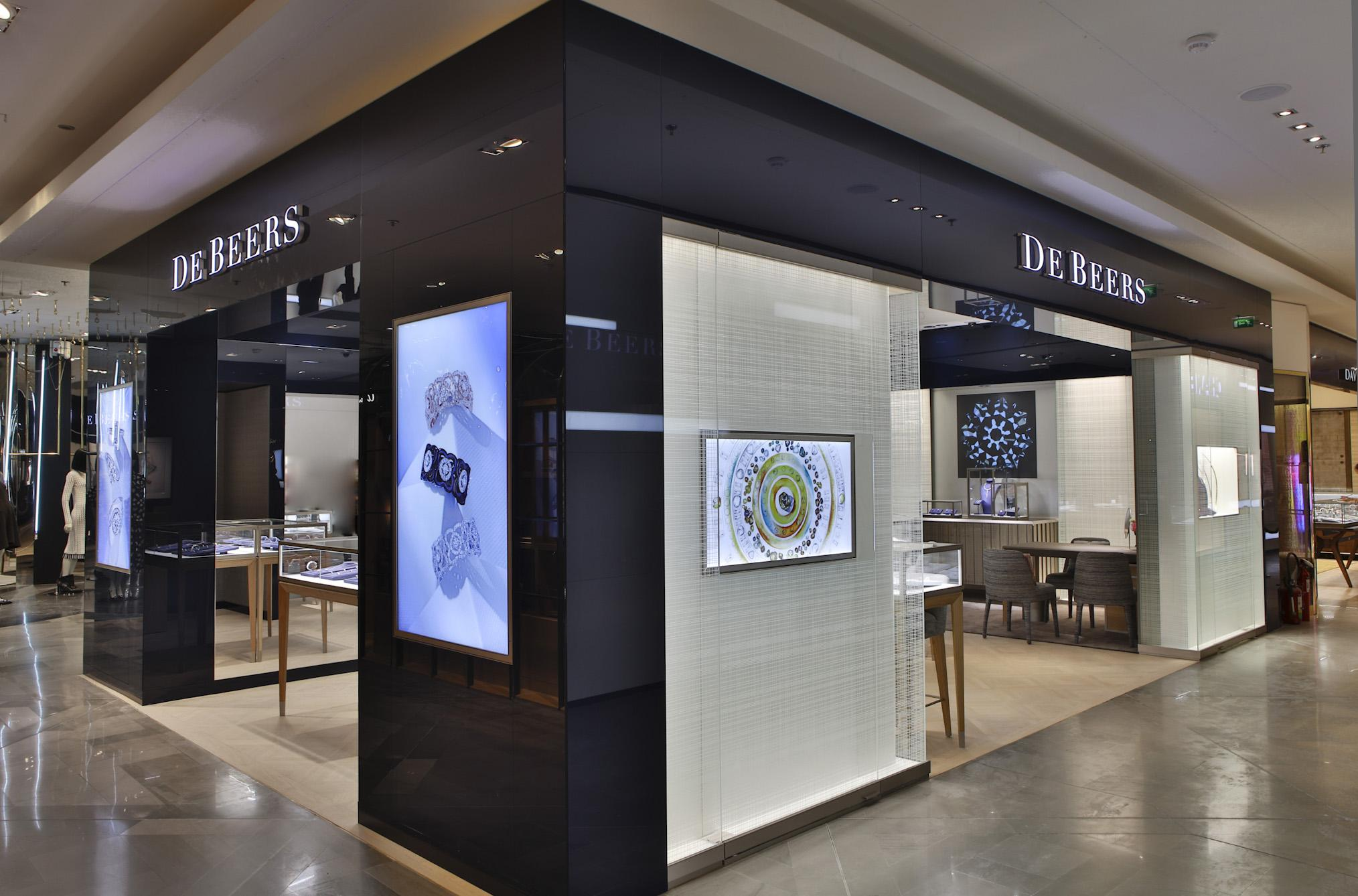 De Beers Diamond Jewellers Opens Its Newly Located Store