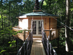 West Virginia tree house lodging