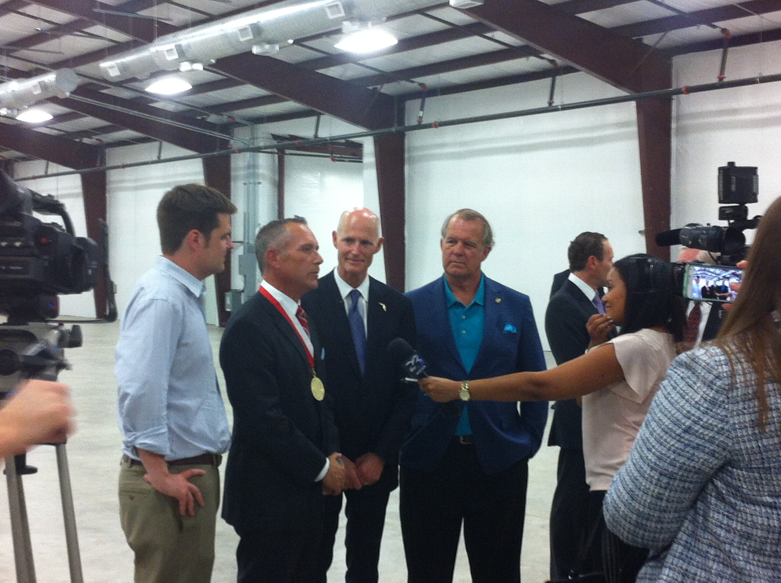 florida governor visits bay state cable ties to celebrate