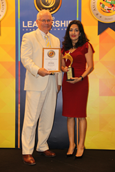 picture of Leena Gauba receiving Woman Leadership Award