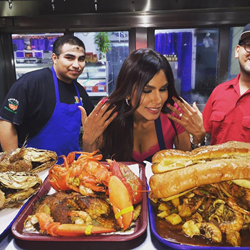 Univision's Tati Polo and the LAzante Show Visit San Pedro Fish Market and Restaurant and learn how to cook their World Famous Shrimp Tray