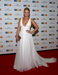 Miranda Lambert carries the Jill Milan Art Deco Clutch as she arrives for the Kennedy Center Honors, December 5, 2015 in Washington, DC. (Photo: Getty Images)